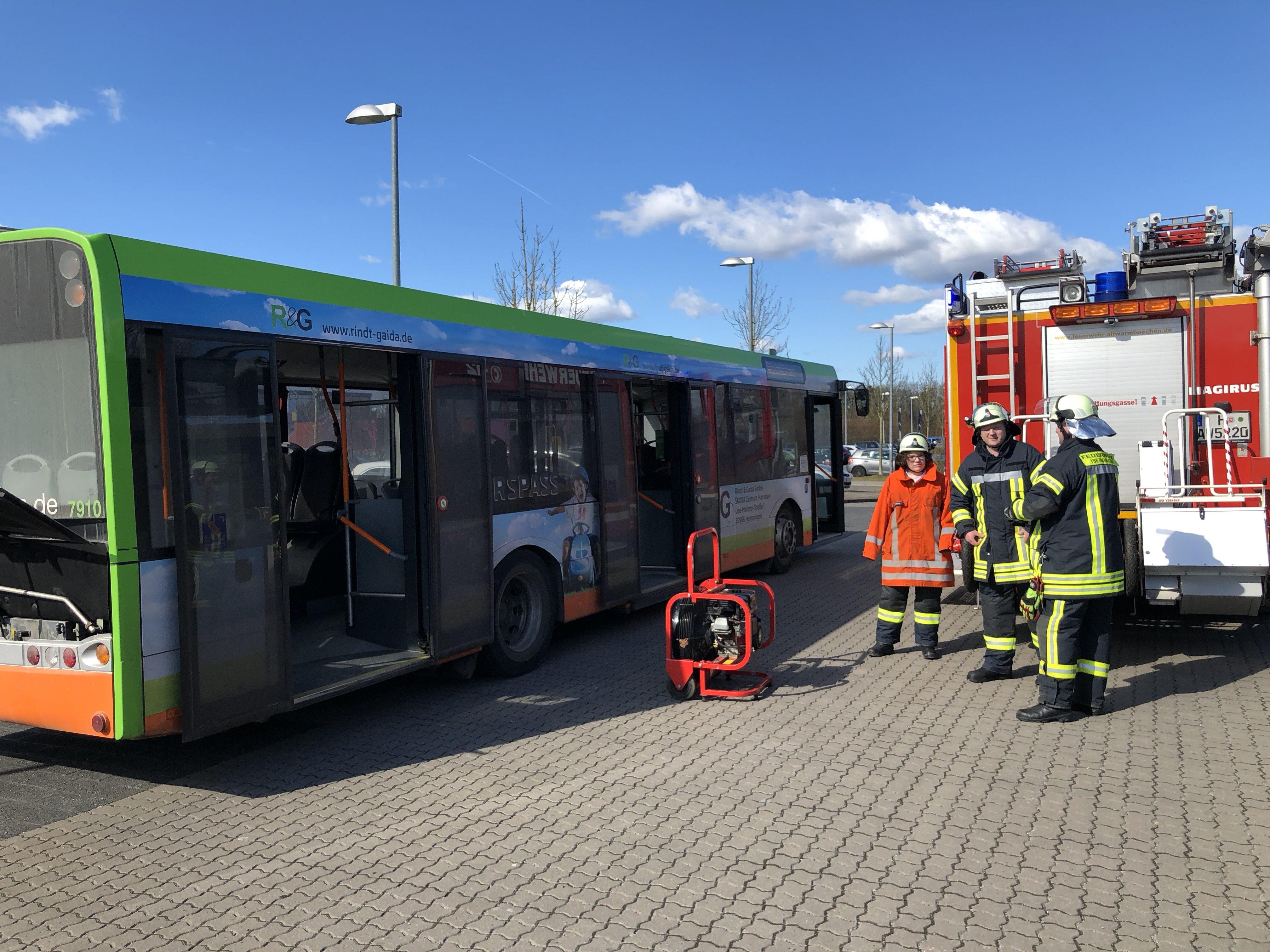 Bus Reifenbrand Altwarmbüchen