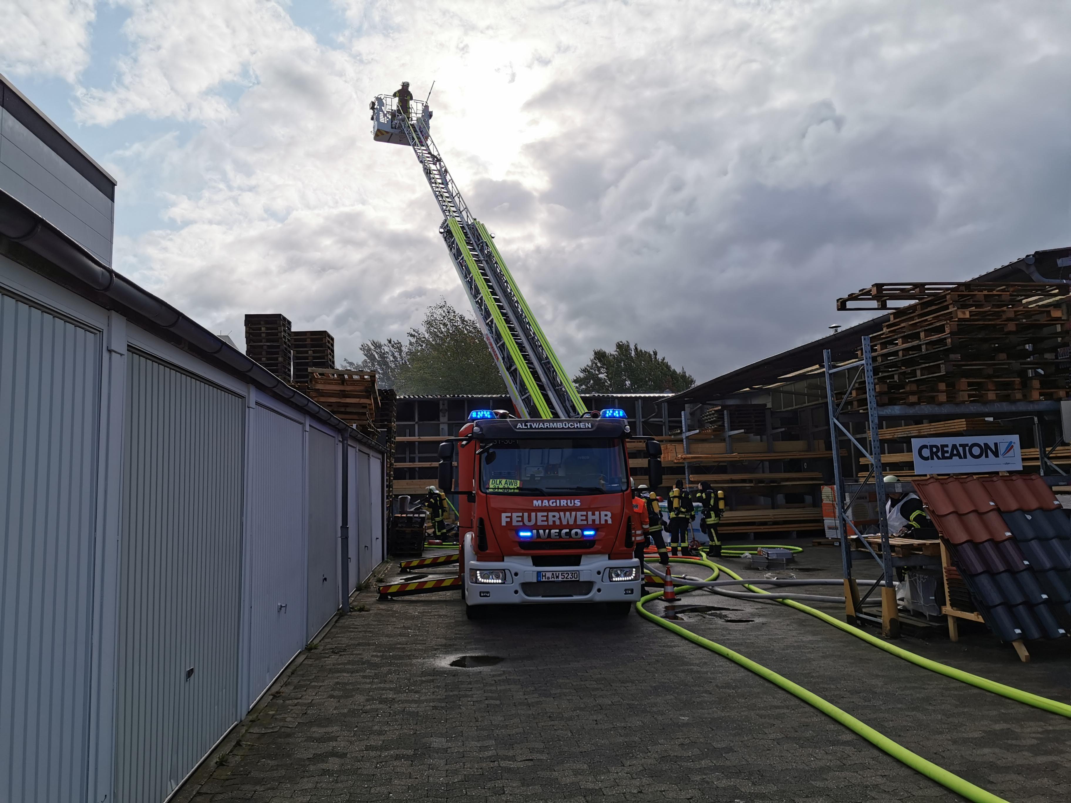 Lagerhallenbrand in Altwarmbüchen